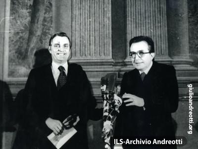 Con Walter Mondale, vicepresidente dgli USA.