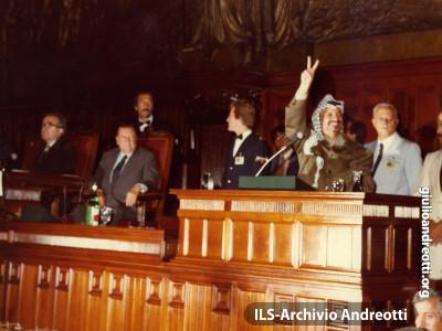 Settembre del 1982. Il leader palestinese Yasser Arafat interviene a Montecitorio.