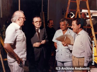 Il 30 dicembre 1983 Andreotti sul set de 'Il Tassinaro' con Alberto Sordi e Federico Fellini.