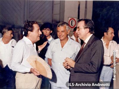 Il 30 dicembre 1983 Andreotti sul set de 'Il Tassinaro' con Alberto Sordi.