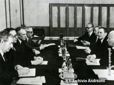 Mosca, 24 aprile 1984. Andreotti al Cremlino con Konstantin Chernenko e Andrei Gromiko.