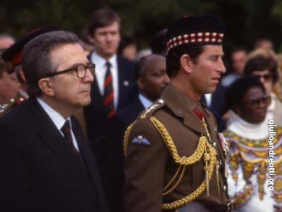 Il 28 aprile 1985 Andreotti accompagna il principe Carlo.