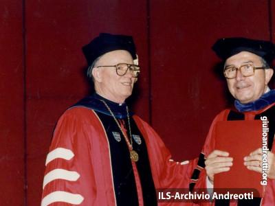 22 settembre 1986. Andreotti riceve la laurea ad Honorem a Salamanca.