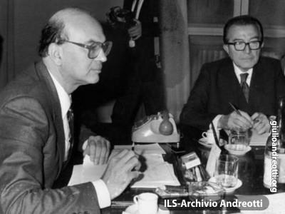 Andreotti con il presidente del Consiglio Bettino Craxi.