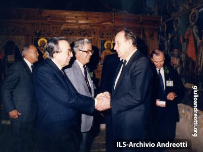 1988. Andreotti con Hans Dietrich Genscher al Consiglio dei ministri degli Esteri europei.
