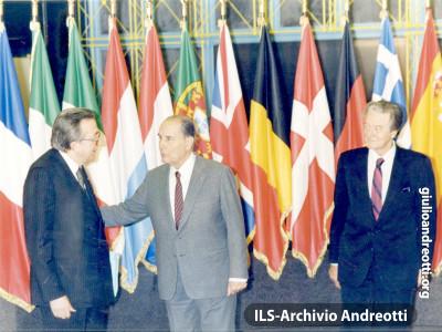 Andreotti con Mitterrand al Consiglio europeo di Strasburgo nei giorni 8-9 dicembre 1989.