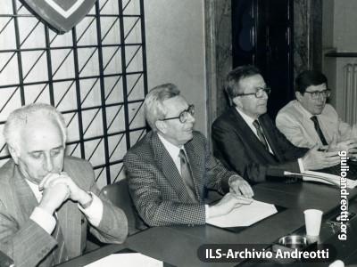 Andreotti con Bodrato, Forlani e Scotti a una riunione della Segreteria DC.