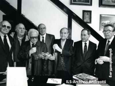 Andreotti con Rosi, Fellini, Bufalini, Napolitano, Trombadori e Ronchey.