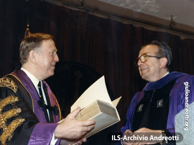 Marzo 1990. USA. Laurea Honoris Causa a Giulio Andreotti.