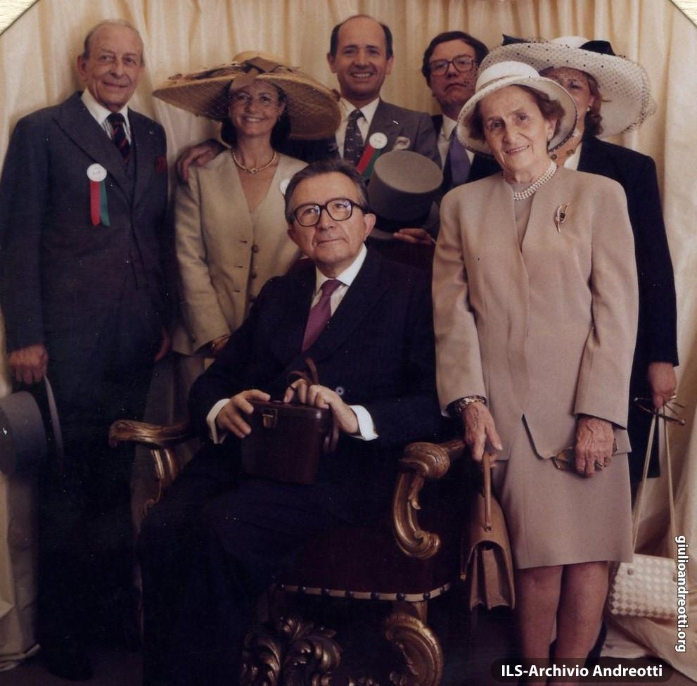 14 giugno 1992. Prix de Diane - Hermés Vogue Italie. Chantilly. Andreotti con la moglie Livia e altri ospiti.