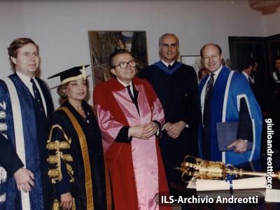 1992. Toronto. Laurea ad Honorem a Giulio.