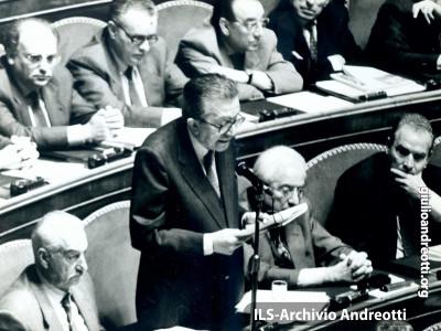 13 maggio 1993. Discorso di Andreotti al Senato. Il senatore rinuncia all'immunità parlamentare di fronte alle accuse dei magistrati di Palermo.
