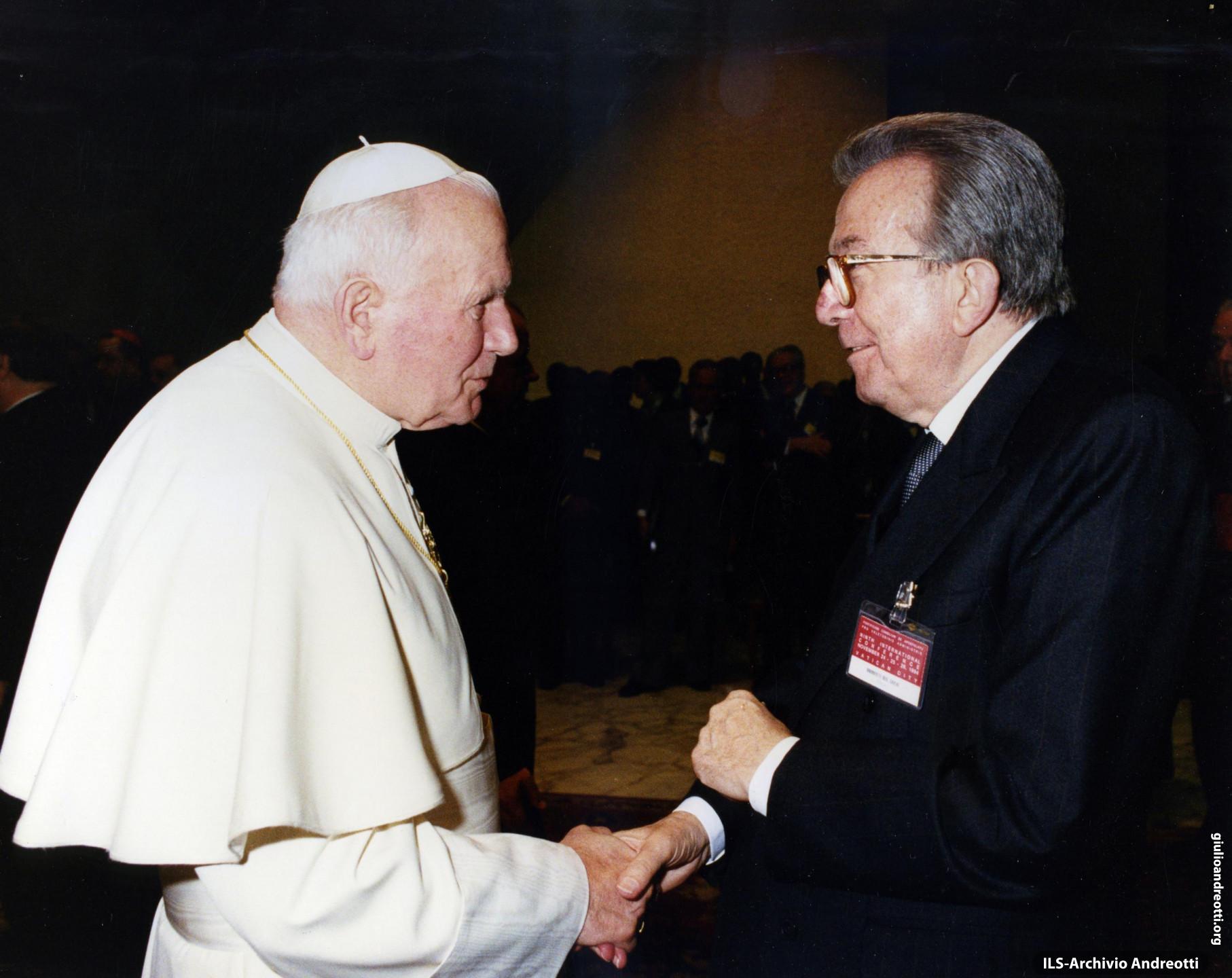 Andreotti con Giovanni Paolo II al Congresso della Congregazione per la Pastorale della Sanità svoltosi nei giorni 24 - 26 novembre 1994.