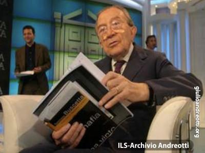 Andreotti negli studi televisivi di Porta a Porta.