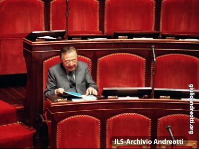 1996. Andreotti al banco di Senatore.