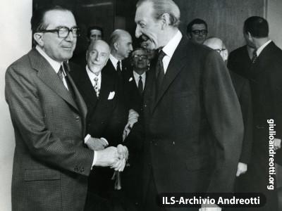 New York. Il segretario generale dell'ONU Kurt Waldheime e Giulio Andreotti. È il 1973.