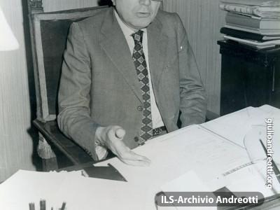 Andreotti al tavolo di lavoro a Palazzo Chigi