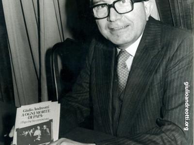 """1980. Presentazione del libro di Andreotti """"A ogni morte di papa"""""""