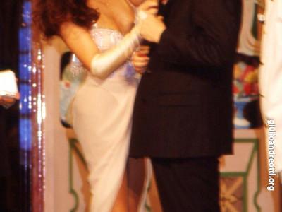 1988. Andreotti insieme con la soubrette Pamela Prati sul palco dello spettacolo televisivo Biberon al teatro Bagaglino.