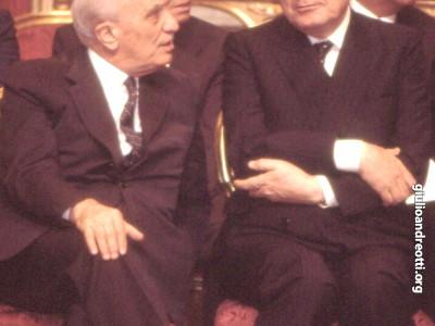 Andreotti, ministro degli Esteri, e Fanfani, ministro dell'Interno, alla cerimonia di giuramento del governo Goria il 29 luglio 1987.
