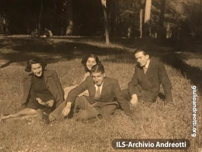 A Villa Borghese con Livia e i cugini Belvederi nel 1943