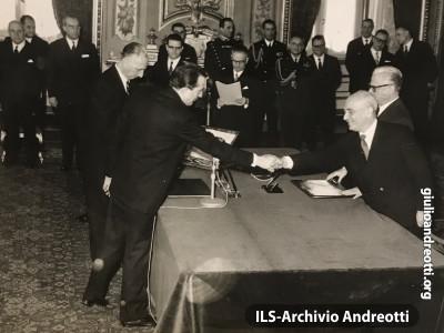 22 febbraio 1962. Giuramento come Ministro della Difesa del governo Fanfani IV.