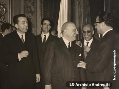 22 febbraio 1962. Giuramento del governo Fanfani IV. Andreotti con Piccioni e La Malfa.