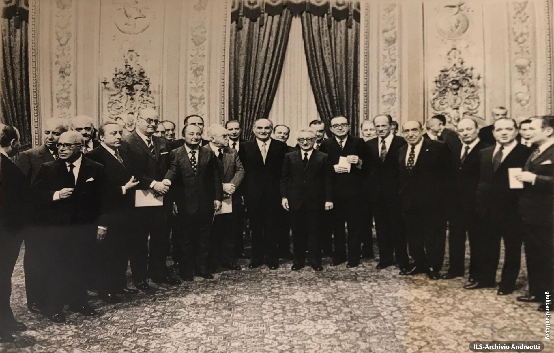 Giugno 1972. Il governo Andreotti-Malagodi posa per la foto ricordo in Quirinale dopo la cerimonia di giuramento.