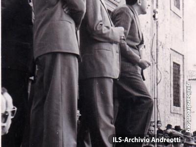 Alatri 4 maggio 1952. Comizio in piazza di Andreotti.