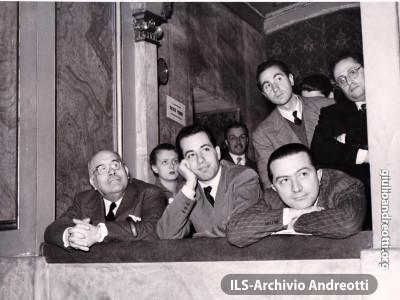 Roma 21-25 novembre 1952. Congresso nazionale della Democrazia Cristiana. Accanto ad Andreotti, Stefano Reggio d'Aci e Giorgio Tupini.