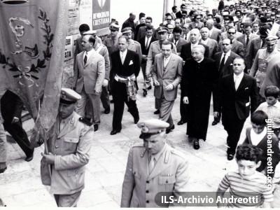 5 maggio 1958. Manifestazione elettorale a Itri.