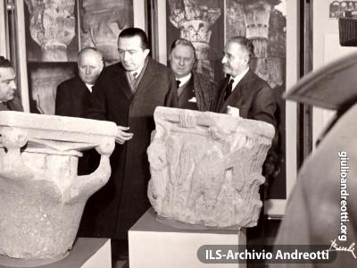 10 gennaio 1960. Andreotti inaugura a Viterbo la Mostra sui Monumenti della Tuscia.