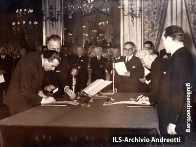 Il giuramento di Andreotti come Ministro della Difesa del Governo Tambroni. 26 marzo 1960