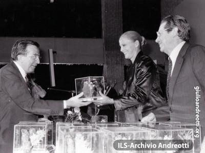 Festa dell'Amicizia della DC, Trento, Agosto 1981. Con l'attrice Virna Lisi e Flaminio Piccoli.