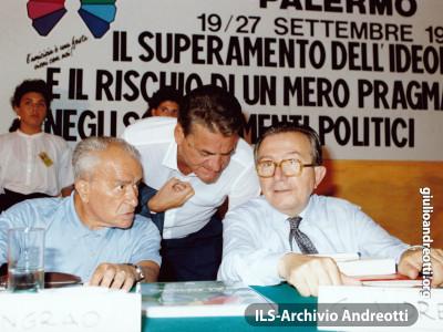 Festa dell'Amicizia della DC. Palermo settembre 1987. Andreotti con Mino Martinazzoli e Pietro Ingrao.