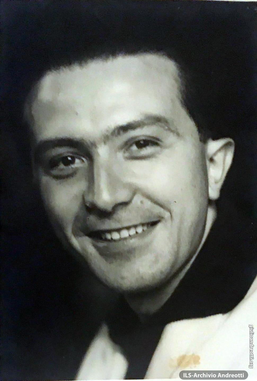 Ritratto giovanile di Giulio Andreotti.