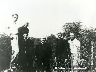 Andreotti a Segni con alcuni amici