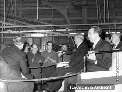 Torino, 8 marzo 1966. Il Presidente della Repubblica Saragat in visita agli stabilimenti Fiat accompagnato da Andreotti, ministro dell'Industria.