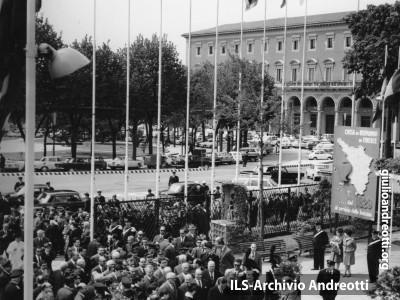 Andreotti inaugura a Firenze la Mostra sull'Artigianato il 24 aprile 1965.