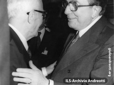 9 luglio 1978. Il saluto di Andreotti a Sandro Pertini dopo il giuramento quale Presidente della Repubblica.