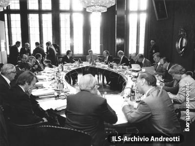 Consiglio europeo di Brema del 6-7 luglio 1978. Nasce il Sistema Monetario Europeo. L'Italia è rappresentata dal Presidente del Consiglio Andreotti e dal Ministro degli Esteri Forlani