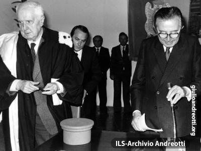 7 settembre 1985. All'Università di Urbino, con il Rettore Carlo Bo per il convegno del Centro Alti Studi Europei.