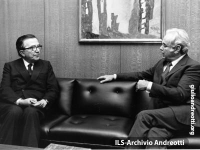 1 ottobre 1984. Colloquio di Andreotti con il Segretario generale dell'ONU, Perez de Cuellar, a margine dei lavori dell'Assemblea Generale delle Nazioni Unite.