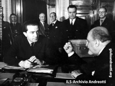 Andreotti con Giovanni Porzio, vice presidente del Consiglio nel governo De Gasperi V